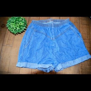 Recycled high-waisted shorts